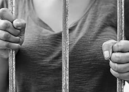 STJ assegura liberdade a mãe de três crianças condenada por tráfico